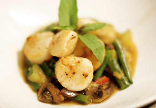 Scallop Curry with Long Beans, Zucchini & Mushrooms
